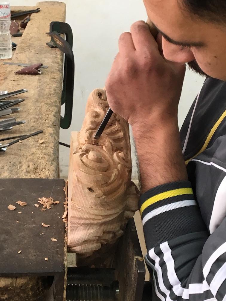 الحفر على الخشب، إحدى مهارات الحرفيين بدمياط
