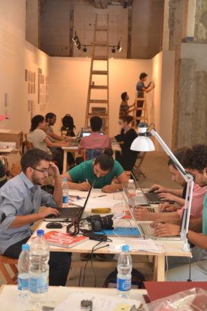 المشاركين أثناء مراحل التصميم بالورشة